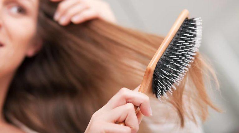 Chute de cheveux à la ménopause : quoi faire ?