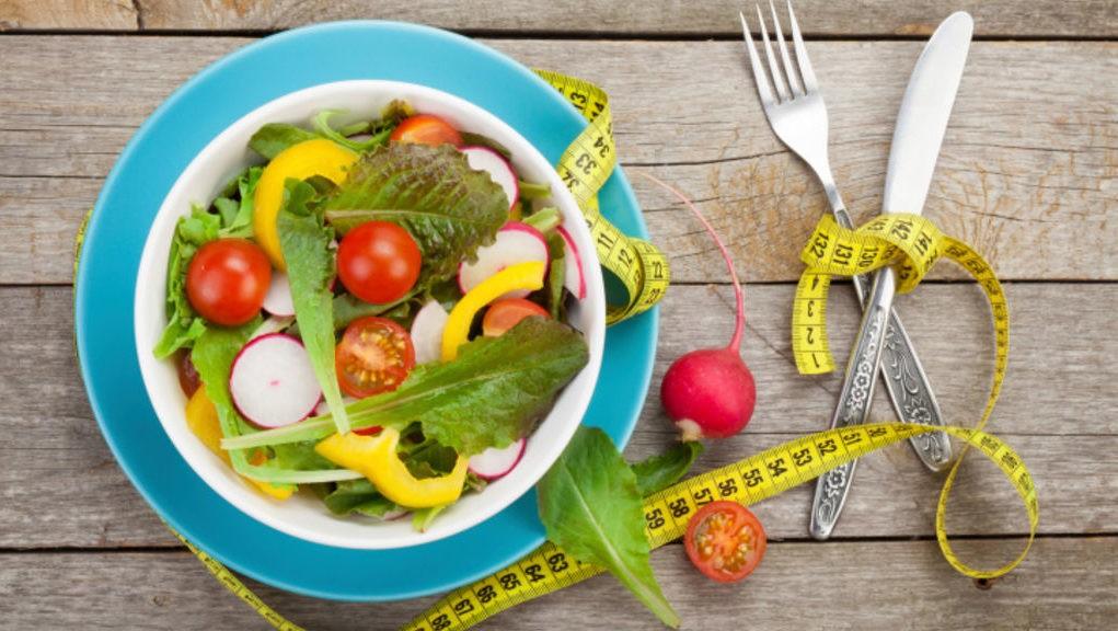 5 régimes pour mincir après 50 ans. Lequel choisir ?